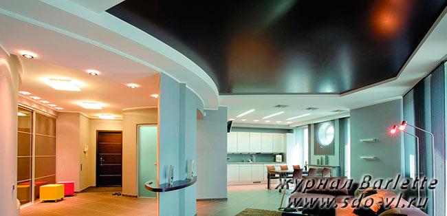 Цветные натяжные потолки в дизайне интерьера